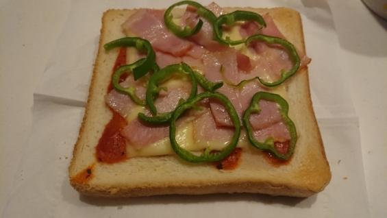 食パンとマーガリンに飽きた_ピザトースト